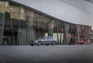 Mercedes-Benz E 300 e 2019 гибрид седан