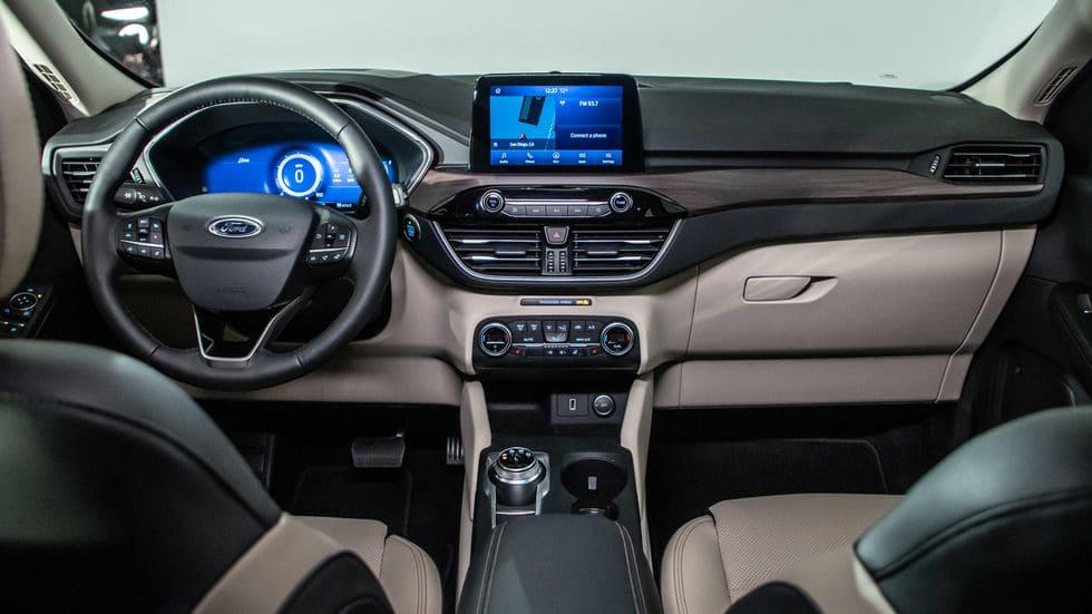 Салон Ford Kuga 2020 года