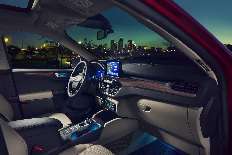 Салон Ford Kuga 2020