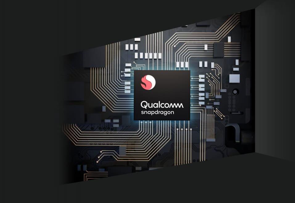 Moto G8 с Max Vision, Android 10, тройной камерой представлен в России